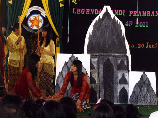 Mahasiswa PGSD Universitas Sarjanawiyata Tanansiswa, Pendapa Agung Tamansiswa Yogyakarta