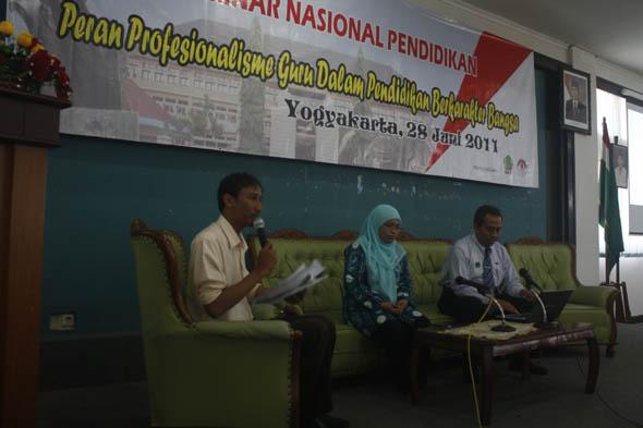 Sri Adi Widodo, Dr. Murni Ramli, Drs. Bambang Supriyono, Dewantara Convention Room