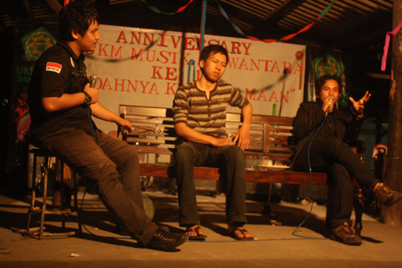 Acara ulang tahun ukm musik dewantara dilaksanakan di parkiran fakultas FKIP UST.. Foto: A. Mustaqim
