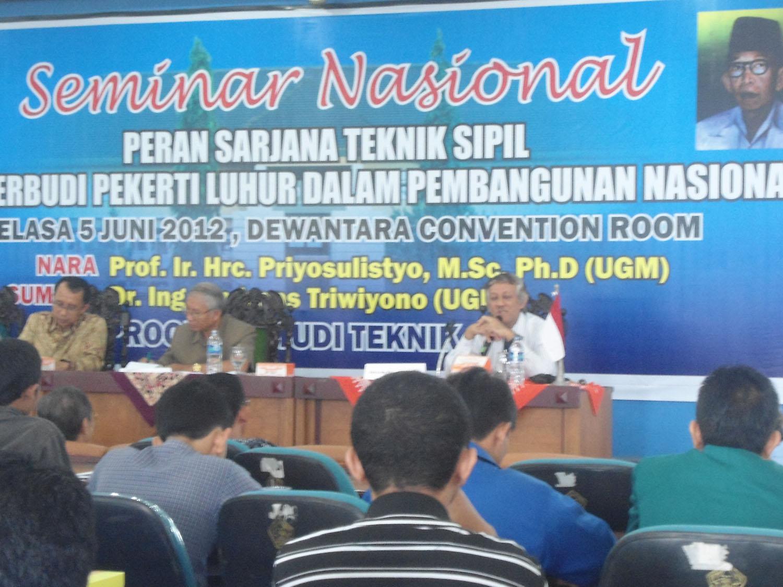 Seminar Nasional yang diadakan oleh Fakultas Teknik UST  yang bertempat di Dewantara Convention Room (DCR) jln. Kusumanegara 157 yogyakarta, Selasa (5/6). Foto: Taufik/PENDAPA