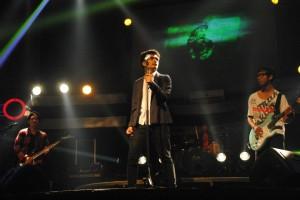 Salah satu penampilan dari Asma Band saat tampil dalam promo album di Liquid Cafe, ,Selasa (11/12).