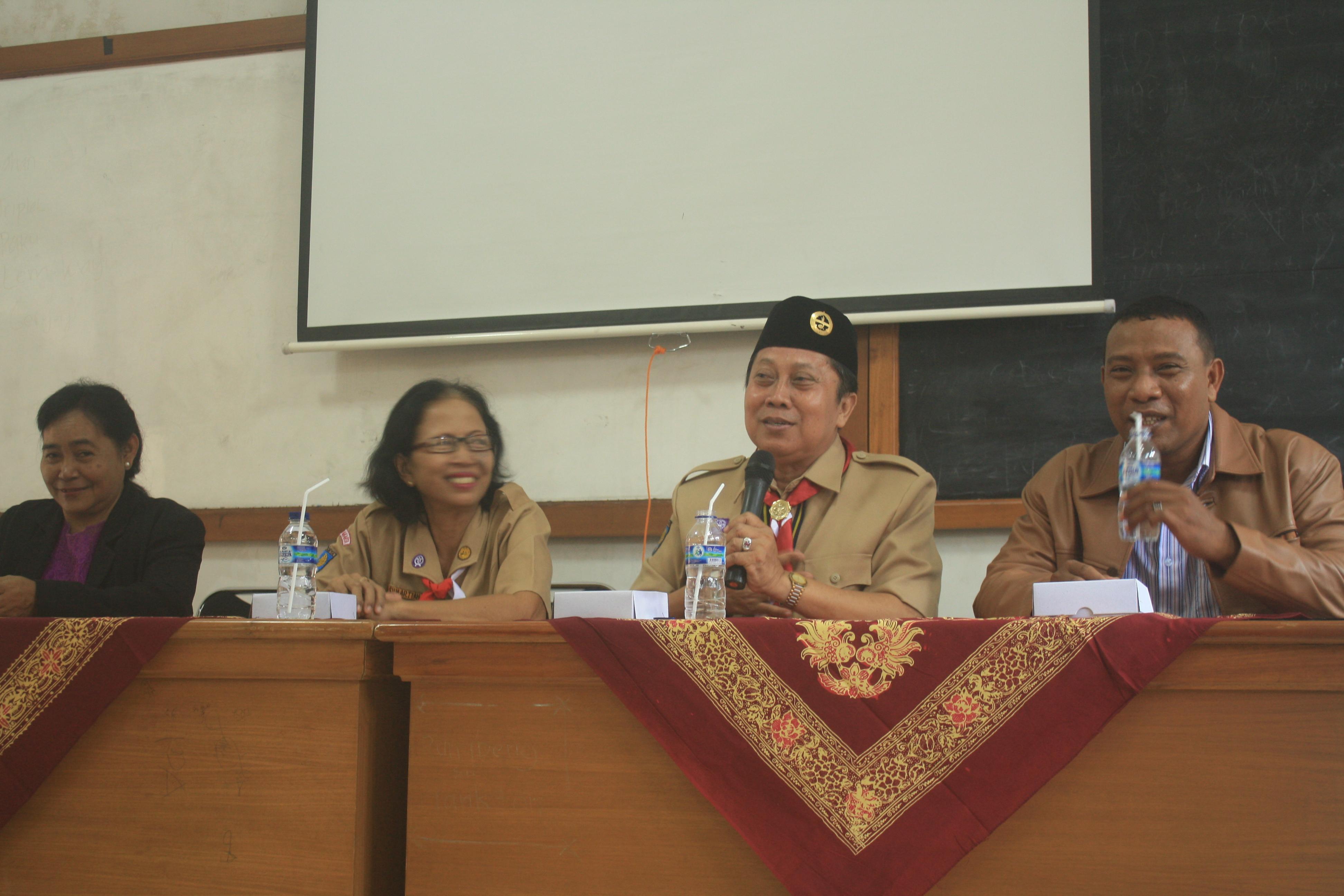 Kak Sutikno (dua dari kanan) mengisi kegiatan Muspan Radipkar ke-XXI bersama dengan kak Siti Sumartiah (dua dari kiri) dan Kak  Yohanes (kanan) | Foto:Rion