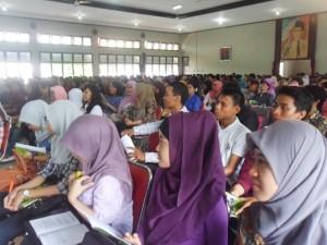Mahasiswa FKIP UST mengikuti pembekalan PPL I gelombang II yangdiselenggarakan di Balai persatuan Tamansiswa, Minggu (24/3)