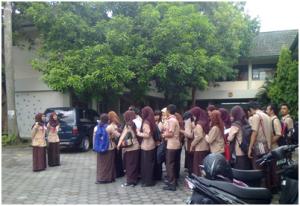 Para mahasiswa PGSD sedang mengikuti Kursus Mahir Dasar (KMD) Pramuka yang merupakan mata kuliah wajib di Prodi PGSD UST. Foto: Tikha/PENDAPA
