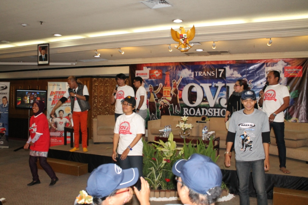Suasana Meet & Greet Opera Van Java dengan penggemarnya di Hotel Santika Premier Yogyakarta pada Jum'at (11/10). Foto: Taofiq/PENDAPA