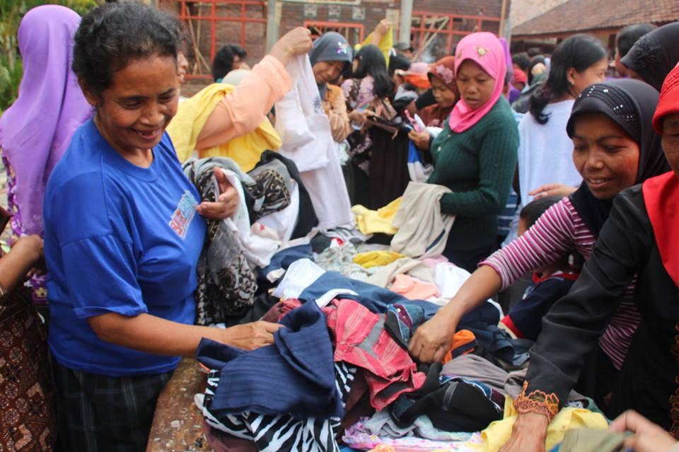 Bazar Pakaian, salah satu kegiatan yang dilaksanakan LEFT. Foto : dok. istimewa