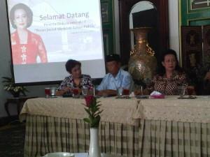 Suasana dialog interaktif dalam acara launching akun twitter pribadi GKR Hemas pada hari Rabu (5/3) | foto: taofiq