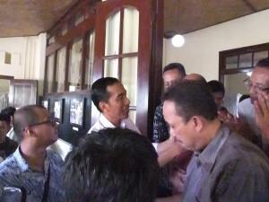 Penyambutan kunjungan Jokowi di Museum Kirti Griya pada hari Sabtu (3/5)   foto : Romdlon/PENDAPA