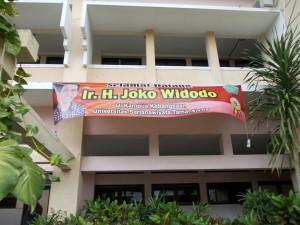Persiapan penyambutan Joko Widodo, Gubernur Daerah Keistimewaan Ibukota (DKI) Jakarta yang direncanakan berkunjung di Kampus Kebangsaan Universitas Sarjanawiyata Tamansiswa pada hari Sabtu (3/5) | foto: Nurmala