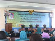"""Peserta seminar """"Bahasa dan Sastra Panggung"""" sedang menunggu datangnya pembicara, di gedung Dewantara Convention Center (DCC), Selasa (3/6). Foto: Darojat/PENDAPA."""