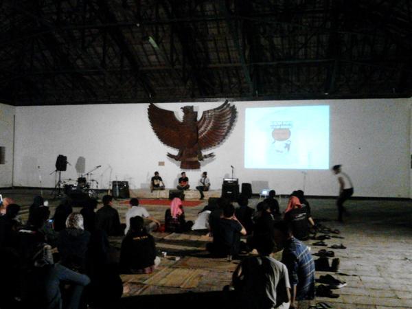Diskusi Film Beronto Laras sedang berlangsung, ini adalah salah satu agenda yang ada di Acara Pendapa Peduli.