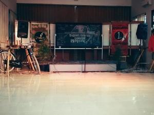 """Tata panggung, acara """"AMBALWARSA"""" Unit Kegiatan Mahasiswa Sanggar Pamong, untuk memperingati hari jadi Sanggar Pamong. foto/twitter.Doc. SanggarPamong."""