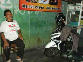 Paimin (53) saat diwawancarai reporter PENDAPA pada Selasa (09/06/15). Foto:Heronimus/PENDAPA