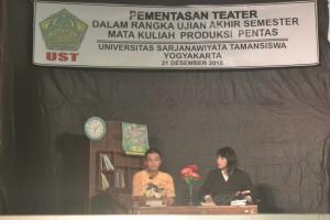 Salah satu adegan dalam teater Tanpa Pembantu PBSI. Senin, (21/12/15). Doc. Istimewa