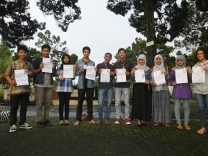 Pelantikan anggota magang LPM Pendapa Tamansiswa Senin (7/3/2016) di Taman Wijayabrata. Dok.Pendapa